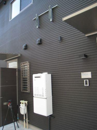 室外機置き場~ドレン排水管
