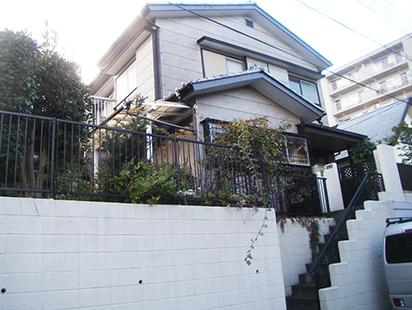 古い擁壁のある住宅にお住まいの方へ 鉄筋コンクリート住宅の奥建設