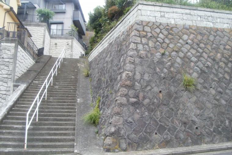 地下二階層の家 現地